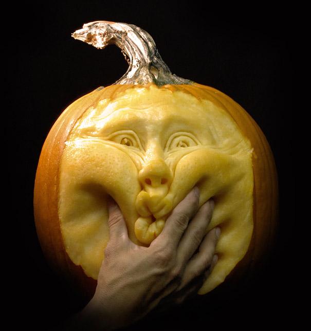 Citrouille sculptée par Ray Villafane